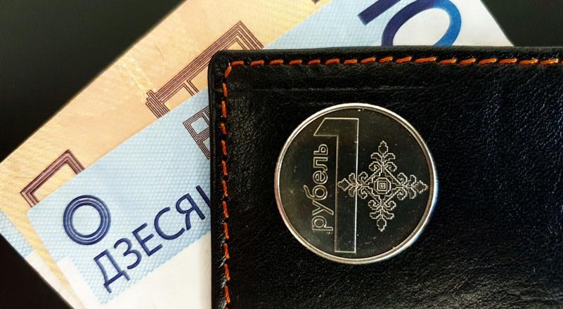 По зарплатам белорусы откатываются в 2018 год